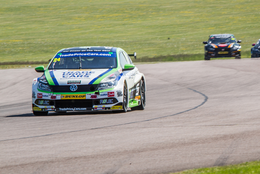 Hill shows fighting spirit at Thruxton