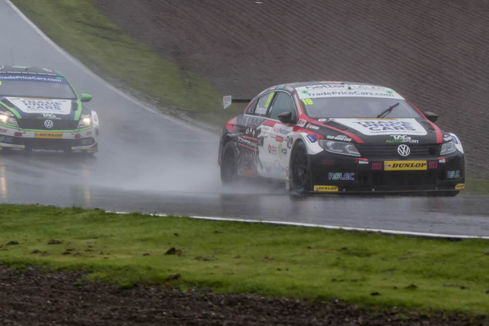 Thompson's charge dampened at Knockhill.