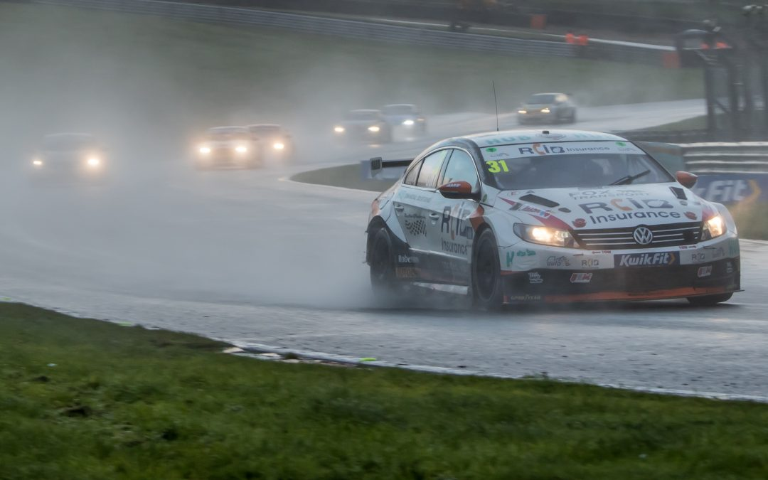 BTCC – Brands Hatch Indy: RCiB Insurance with Fox Transport Round Up
